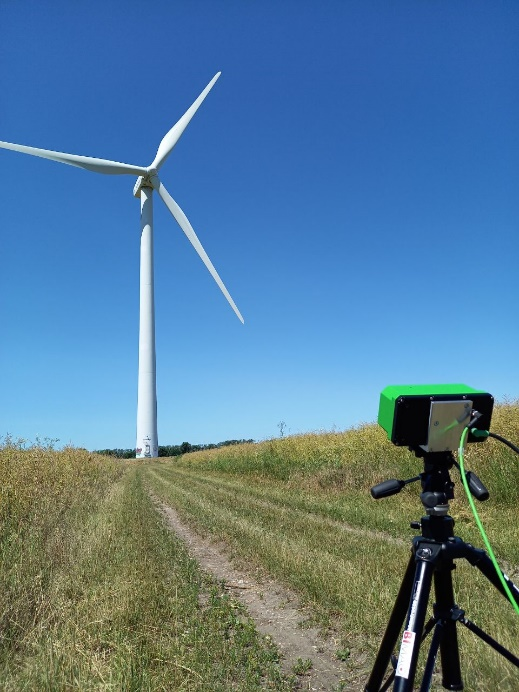 Investigation of dynamic deformations on wind turbines